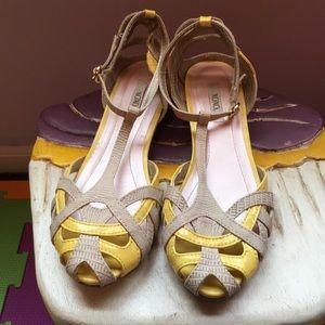 Xoxo beige and yellow sandal, size 7
